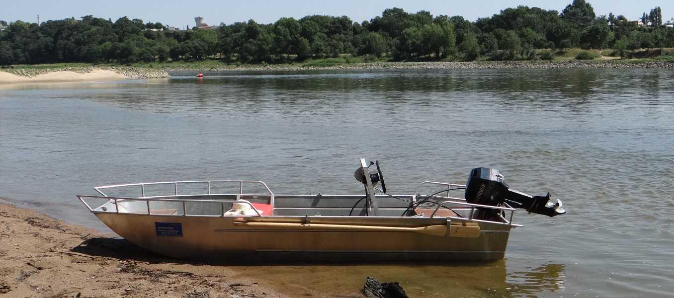 Barco-de-pesca-ligeiro